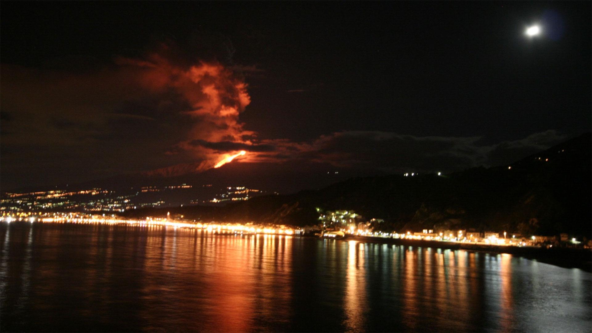 escursione-barca-etna-eruzione